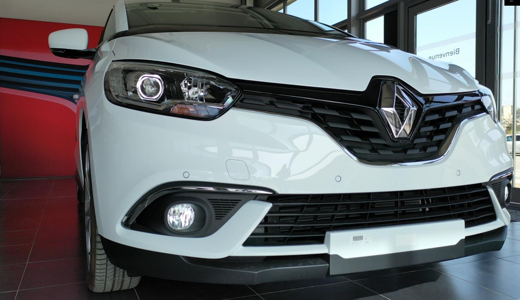 Renault scenic blanche au garage Renault Sommières
