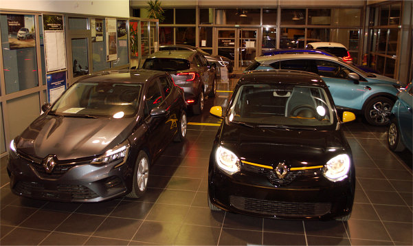 véhicules neufs vue avant du garage Renault Sommières